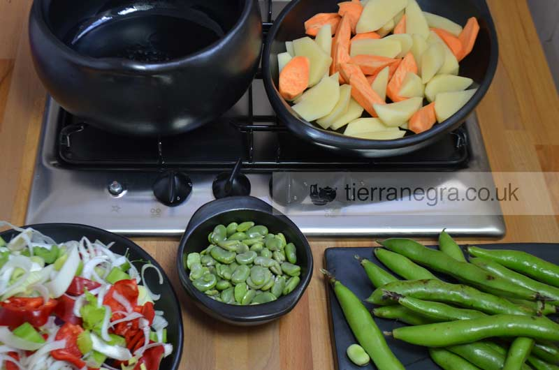 Broad beans and vegetables soup