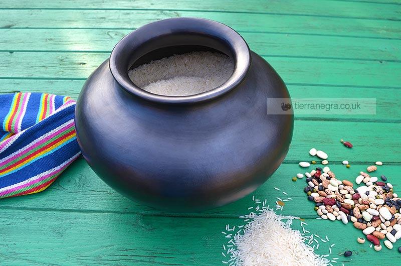 CL 774 Wide necked urn