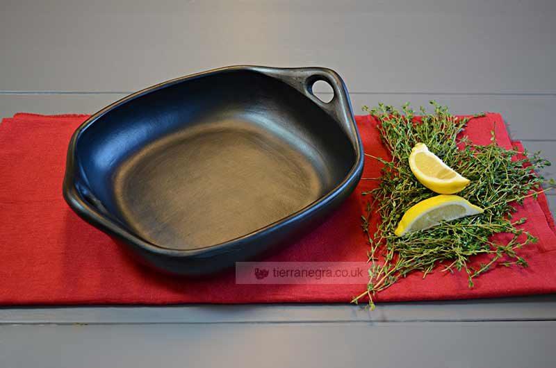 Ceramic roasting tray
