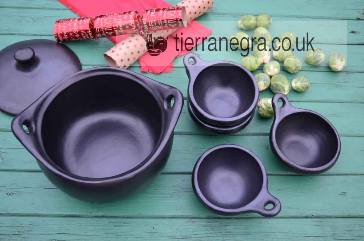 Deep ceramic casserole with four CL143 bowls