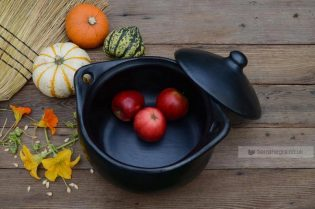CL 435 deep round black casserole