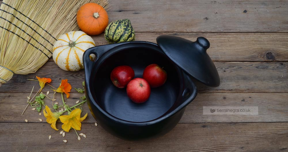 Bewitching satin-black cauldrons and cooking pots!