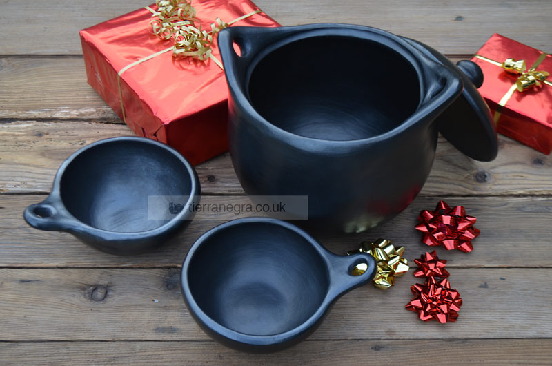 Ceramic cooking pot CL 223 with two CL 143 soup bowls - Save £12